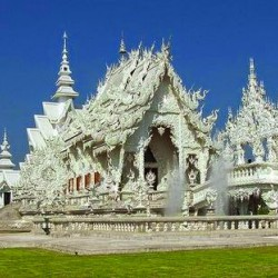 Chiêm Ngưỡng Vẻ Đẹp Tinh Khôi Của Ngôi Chùa Trắng Wat Rong Khun