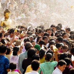 """Tham gia """"lễ hội té nước"""" Songkran khi sang Thái và 6 lưu ý không thể bỏ qua"""